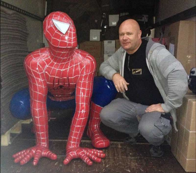 Spiderman im Umzugswagen